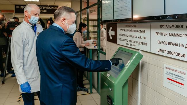 Губернатор Петербурга прошел вакцинацию от коронавируса