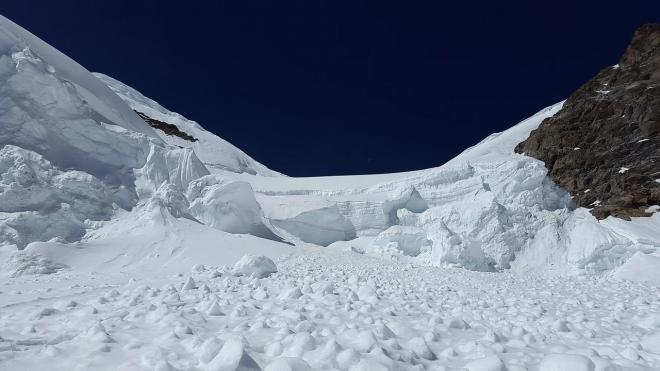 Члены туристической группы, оказавшиеся под лавиной в Хибинах, чувствуют себя нормально