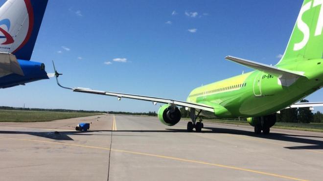 На взлётной полосе в Пулково столкнулись два самолёта