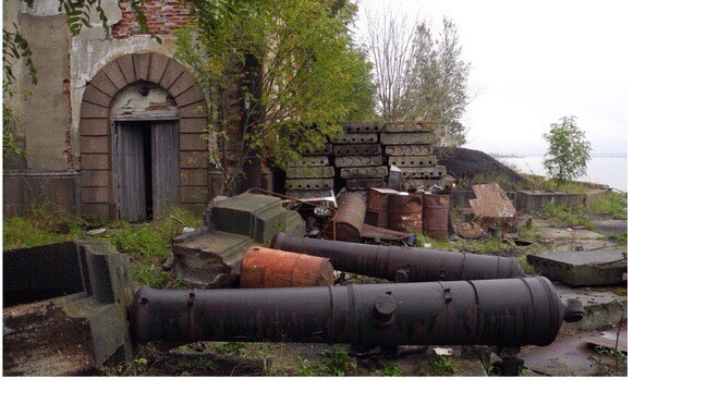 Вандалы разбирают на части форт в Кронштадте: порваны крепления и исчезли пушки