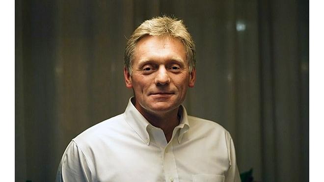 Пресс-секретарь президента Дмитрий Песков на спор сбрил усы