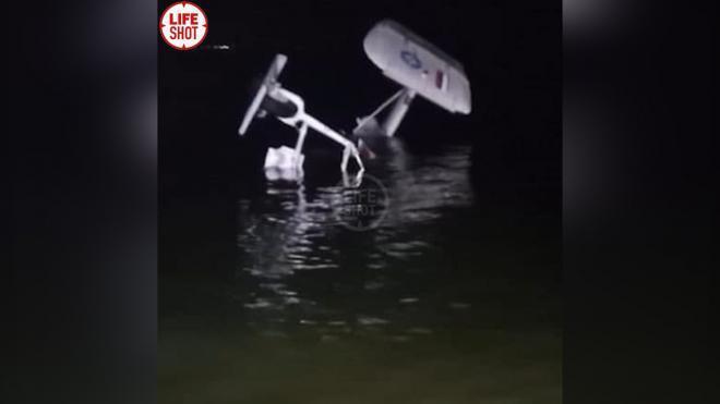 Упавший под Калининградом вертолет Ка-32 подняли на сушу