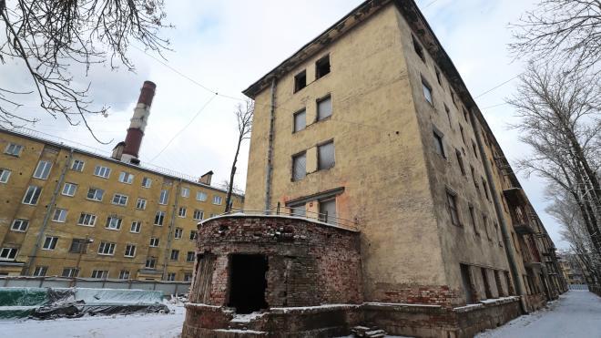 В Петербурге объявлен тендер на капремонт двух домов Кондратьевского жилмассива в Калининском районе