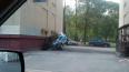 На проспекте Гагарина припаркованная иномарка частично ...