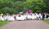 Невесты в Петербурге устроили пробежку в свадебных платьях