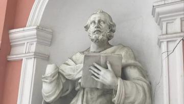 Вандалы испортили скульптуру апостола Петра в церкви ...