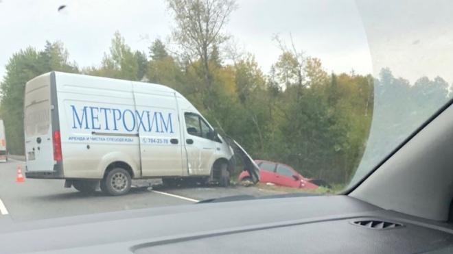 В ДТП на дороге Кола иномарку снесло в кювет