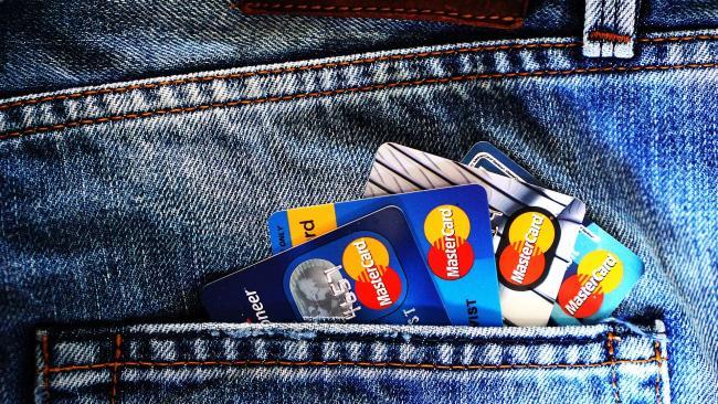 ВТБ: граждане РФ могут через 3-5 лет отказаться от использования пластиковых банковских карточек