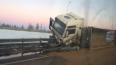 """На трассе """"Сортавала"""" из перевернувшегося грузовика ..."""