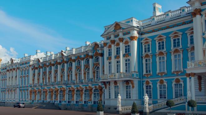 В культурных учреждениях Петербурга могут ввести бесплатное посещение для медиков