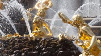 Петергоф закрывает сезон фонтанов сегодня вечером