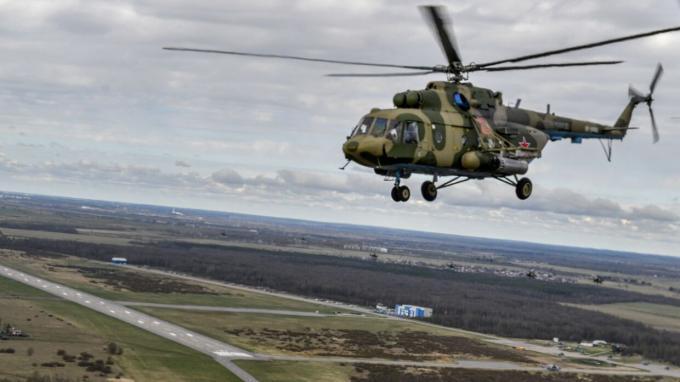 Военные летчики на вертолетах в Левашово тренировались тушить лесные пожары