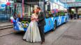 Троллейбус превратился в свадебный кортеж и довез ...