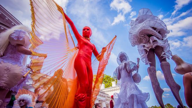 В фестивале уличных театров на Елагином примут участие коллективы из шести стран мира