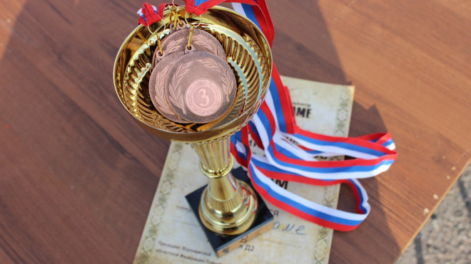 Всеволожские школьники получили премии за победы в олимпиадах и спортивных соревнованиях