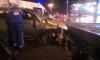 На Большеохтинском мосту иномарка на скорости влетела в парапет