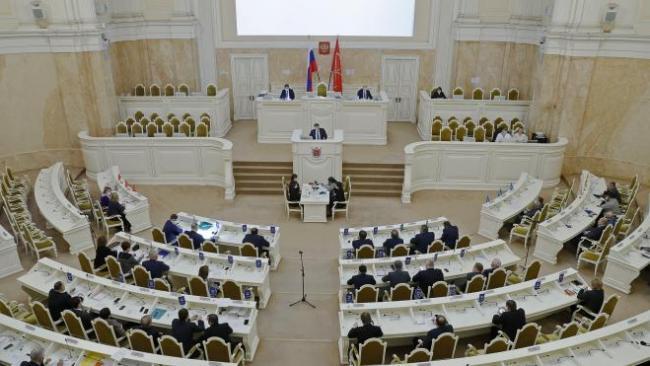 В ЗакСе Петербурга одобрили закон о выборах депутатов муниципальных советов
