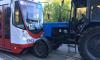 "Трактор ""Беларус"" въехал в лоб трамваю на Волковском"