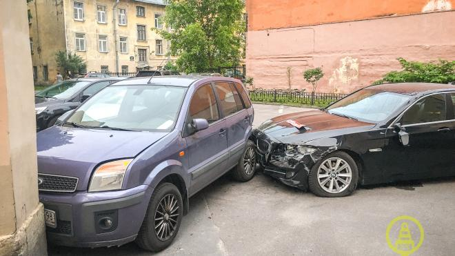 Петербуржец угнал машину турецкого консула