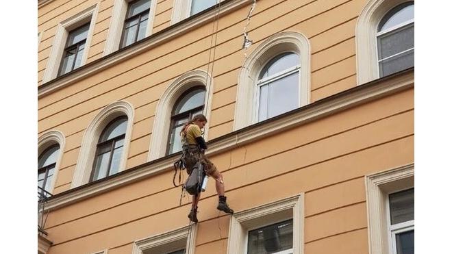 Очевидцы: дом на Александра Невского снова пошел трещиной