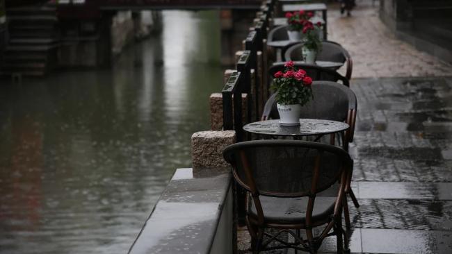 ЗакС хочет разрешить кафе и ресторанам круглогодичное размещение веранд