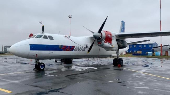 Грузовой самолет Ан-26 экстренно сел в Пулково из-за неисправности