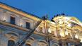 Школьников в 5 утра снимали с крыши на Дворцовой набереж...