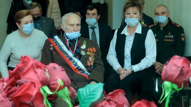 В Рощино с 96-летием поздравили участника Великой Отечественной войны