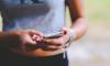 В Выборге женщина украла телефон у забывчивого покупателя