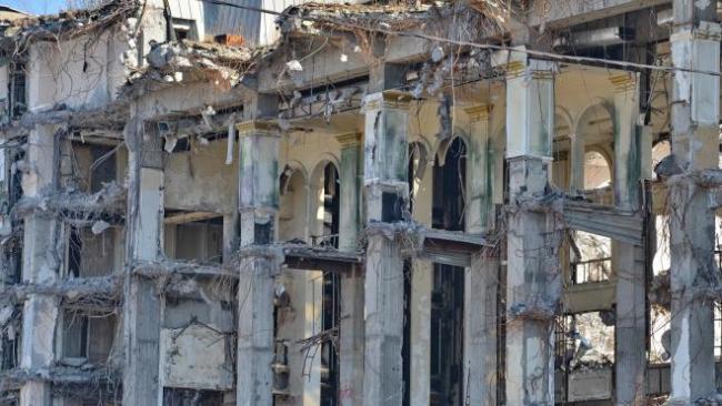 """В Петроградском районе продолжают демонтировать гостиницу """"Северная корона"""""""