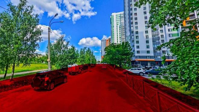 Зеленую полосу в парке Интернационалистов удалось спасти от вырубки из-за расширения Южного шоссе