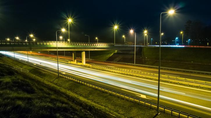 Ям-Ижорское шоссе в Пушкинском районе Петербурга оборудуют новым освещением