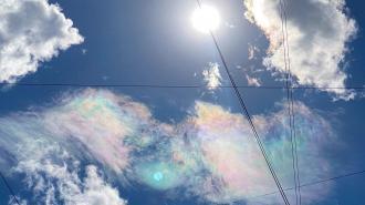 В небе над Петербургом заметили радужные облака