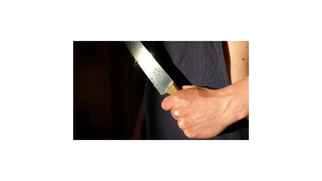 В Петербурге в массовой драке у охранника отняли пистолет, воткнув нож в шею