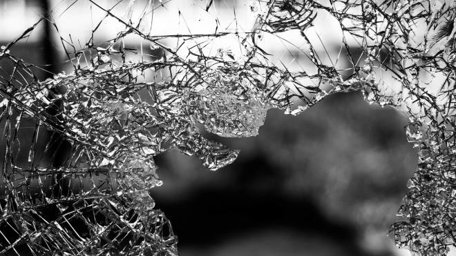 В Лужском районе в результате ДТП перевернулась иномарка