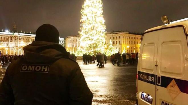 Около 700 сотрудников Росгвардии следили за порядком в новогоднюю ночь в Петербурге