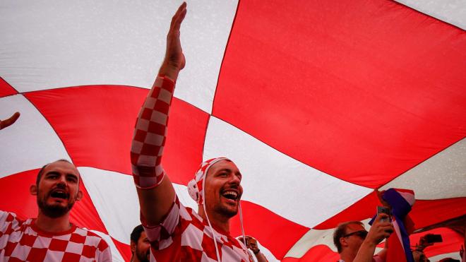 """Хорватские болельщики развернули на Триумфальной площади баннер с надписью """"Спасибо, Россия"""""""