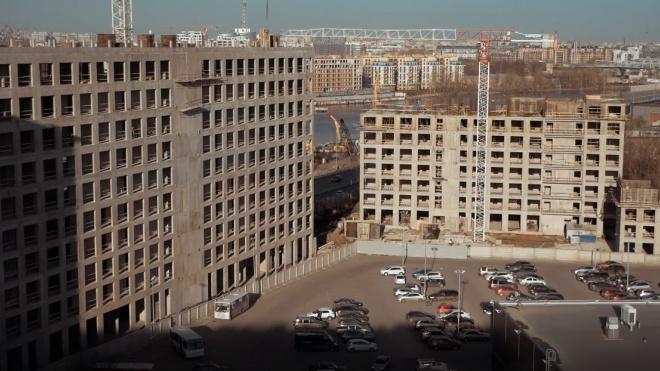За стройками в Петербурге следят с помощью видеокамер