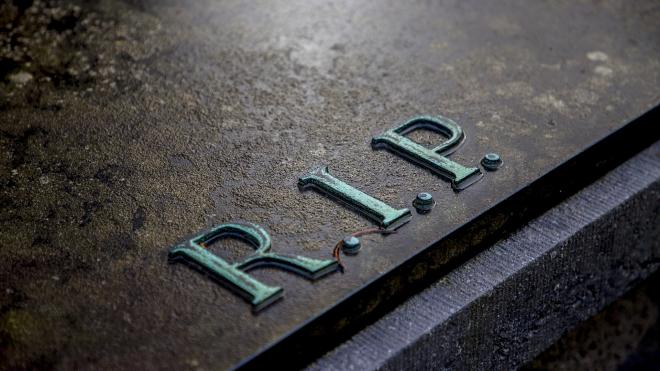 На Урале подростки разгромили кладбище в поисках конфет