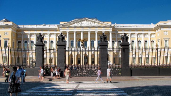 В Михайловском дворце обустроят помещения и внутренние дворы ради удобства инвалидов