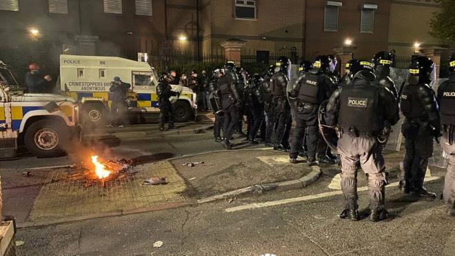 В Белфасте произошли две стычки с полицией