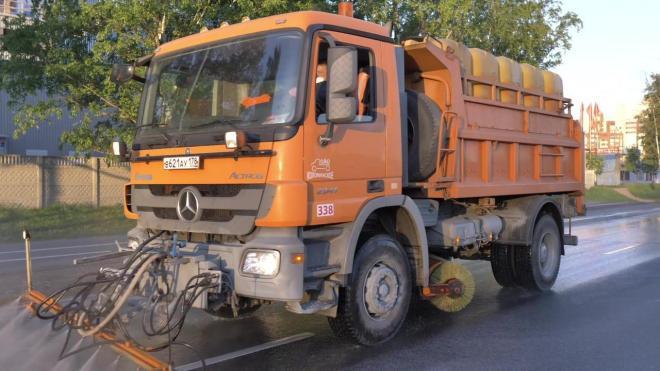 За неделю на дороги Петербурга вылили 82 литра шампуня