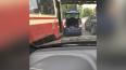 Столкнувшиеся Skoda и трамвай собрали пробку на улице ...