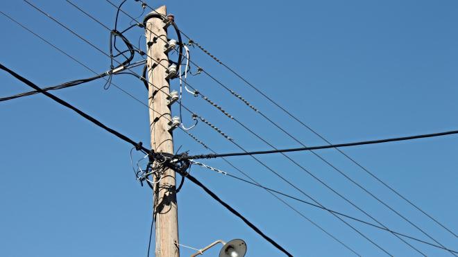 Операторы связи предупредили Смольный об убытках из-за переноса воздушных линий