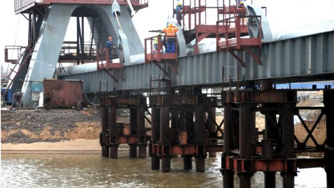 В Петербурге открыли уникальный вантовый мост с теплотрассой