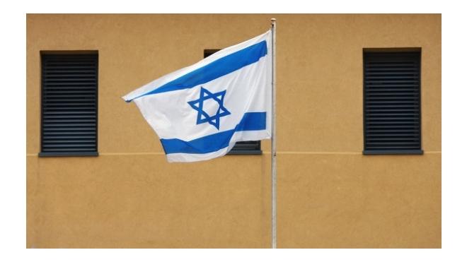 Петербургский бомж обворовал израильского дипломата и накупил телефонов
