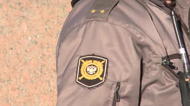 Полиция проверила мигрантов в Петродворцовом районе