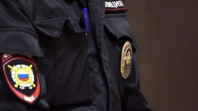 Полицейские задержали мужчину, угрожавшего ножом кассиру в Калининском районе
