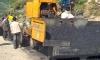 В Индии дорожные рабочие залили пьяного мужчину расплавленным битумом и проехались по нему катком