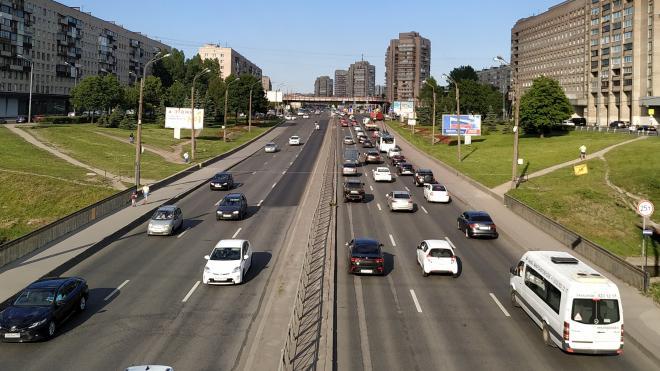Власти Петербурга сэкономили 87 млн рублей на дорожной разметке